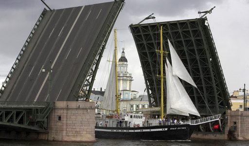 Четыре моста во время подготовки и проведения Главного Военно-морского парада разведут днём